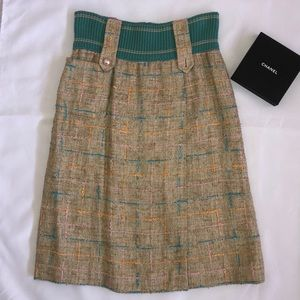 Chanel Tweed Skirt Size 36 Tan Silk and Pearls